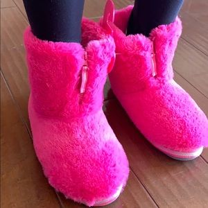 🆕Super cute and warm slippers/booties - M 7/8